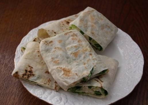 Лаваш с плавленым сыром и зеленью