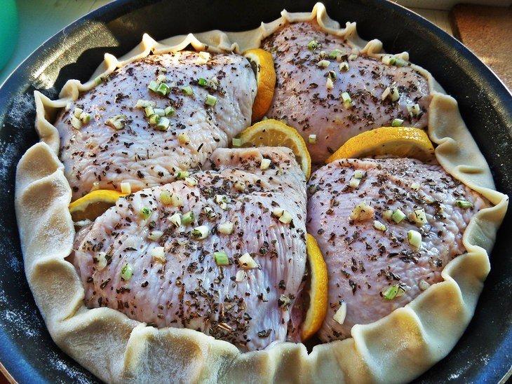 Курица запеченная в съедобной тарелке рецепт