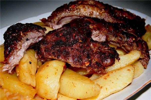 Рёбра свиные с картофелем в рукаве