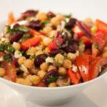 Салат из нута и фасоли
