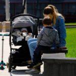 Мишустин утвердил новые выплаты семьям с детьми