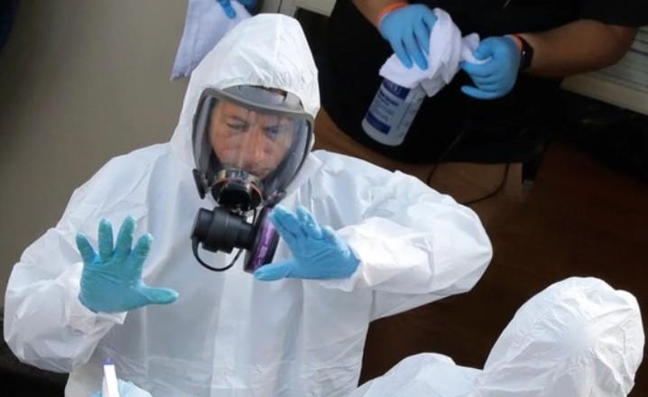 Вирус стремительно распространяется через морскую воду, больницы Крыма переполнены
