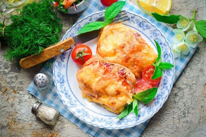 Куриные грудки с помидорами и сыром