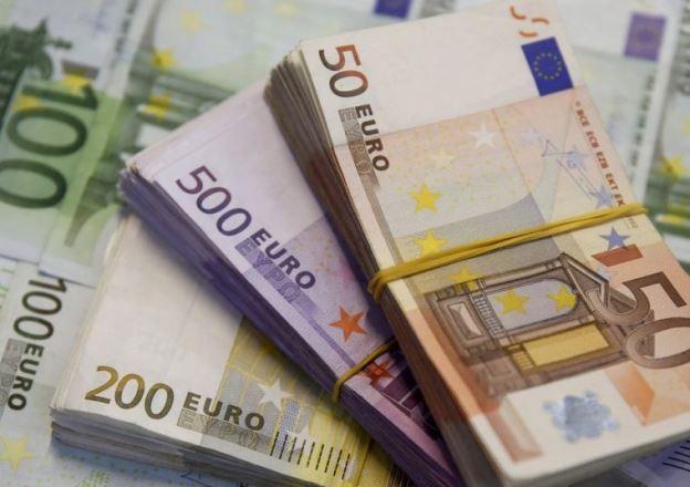 Экономисты прогнозируют 100 рублей за евро на осень 2020 года