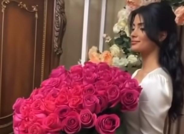 За интимные видео несостоявшуюся жену Заурбека Сидакова Мадину из дома выгнала собственная семья. Не простили позора