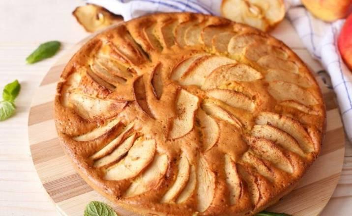Рецепт «невидимого» грушевого пирога с осенней ноткой
