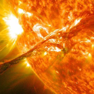 Вспышки на Солнце спровоцируют сильную магнитную бурю в октябре 2020 года