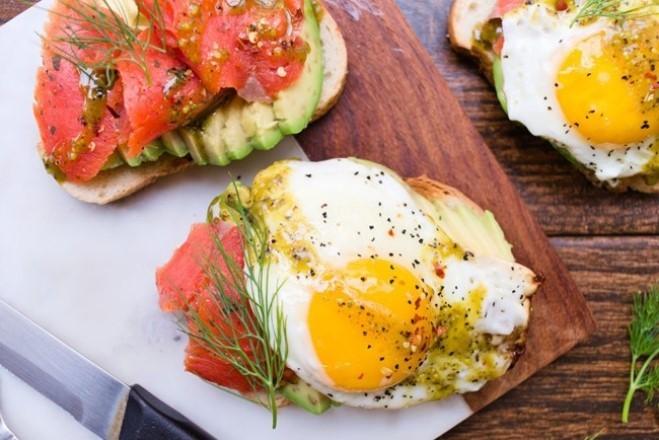 Простые и быстрые завтраки с авокадо, которые можно приготовить самому