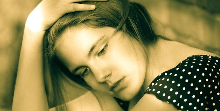 Какие признаки могут указать, что женщина несчастна и как это исправить