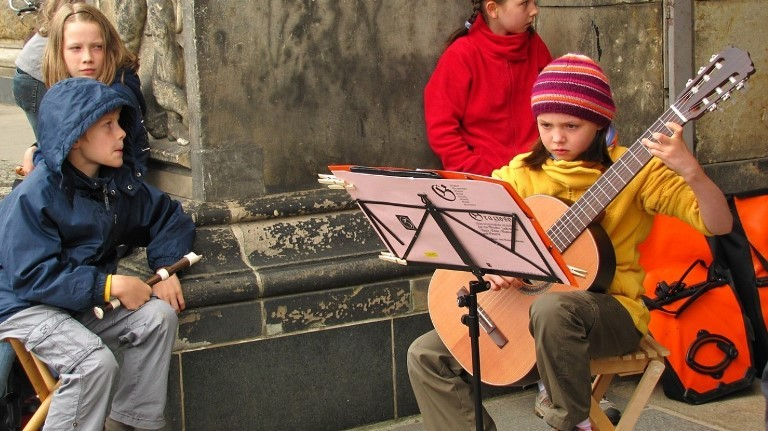 Неврологи наглядно показали, почему ребенок должен заниматься музыкой