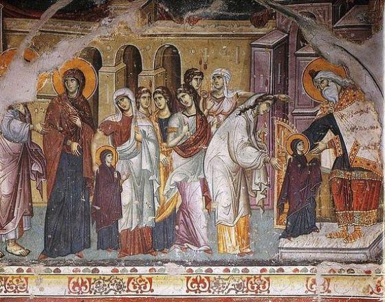 Православные христиане отмечают праздник Введение в Храм Богородицы 4 декабря, молясь о здравии и благополучии