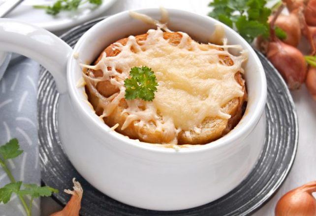 Луковый суп с сыром и грибами