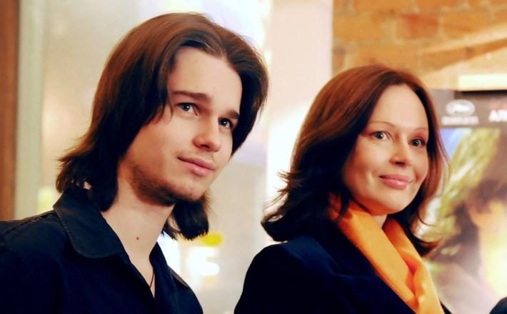 Он бы так хотел: Безрукова объяснила причину отсутствия могилы у ее сына