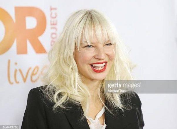 Певица Sia обвинила Шайю ЛаБафа в супружеских изменах