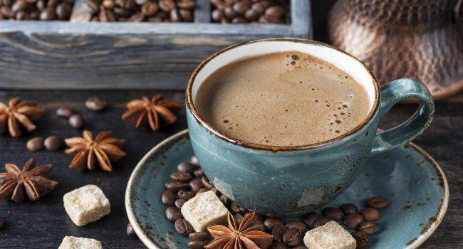 Почему опасно пить кофе по утрам?