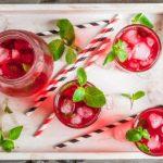 Клюквенный коктейль с водкой и яблочным соком
