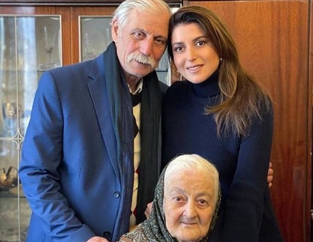 Отец Жасмин умер от коронавируса вслед за бабушкой певицы