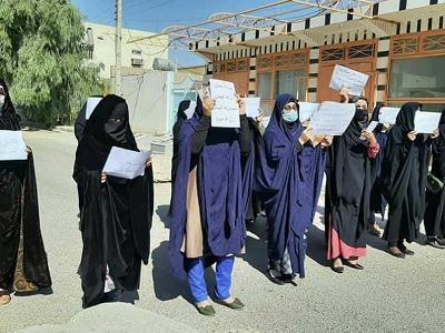Женщины в Кабуле проводят демонстрацию, требуя соблюдения их прав