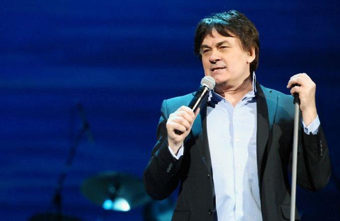 Александр Серов попал в реанимацию с 75% поражением легких