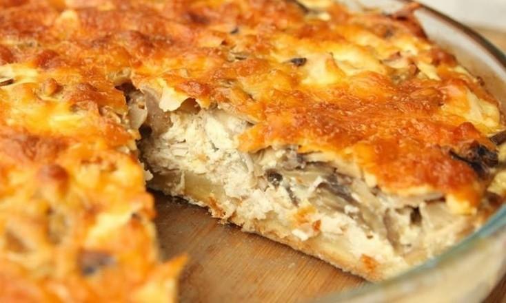 Песочный пирог с курицей и грибами